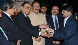 MEMON MOTOR wins  Best Regional Export Award  for export of SUPER STAR Auto Rickshaw to Africa